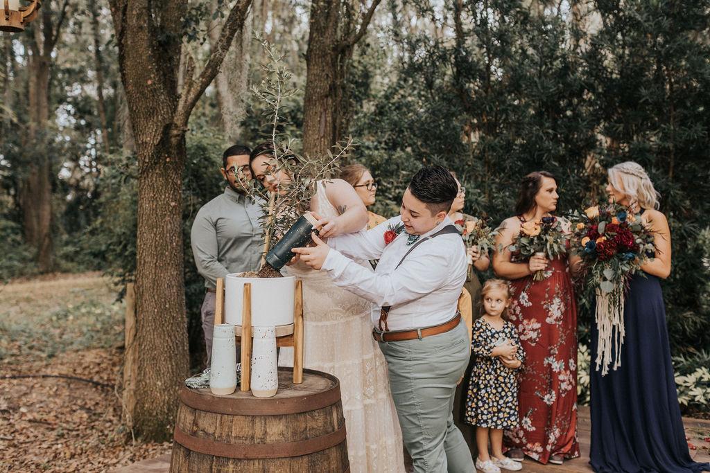 Alexia Lodwick photography lesbian same-sex gay couple boho rustice theme Florida American wedding Dancing With Her magazine (2)